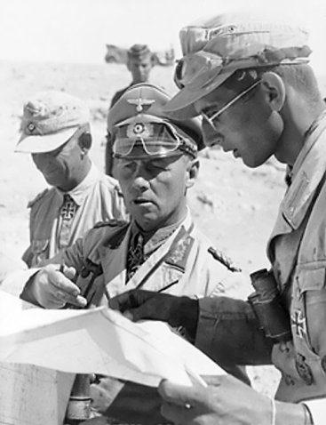 Rommel_with_his_aides